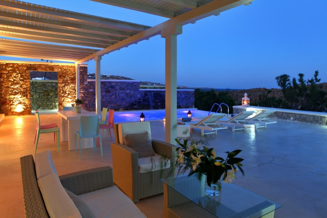 Casa del Mar luxury hotel on Mykonos, photo (c) Small Luxury Hotels of the World, from http://www.greece-travel-secrets.com/Mykonos-Luxury-Hotels.html