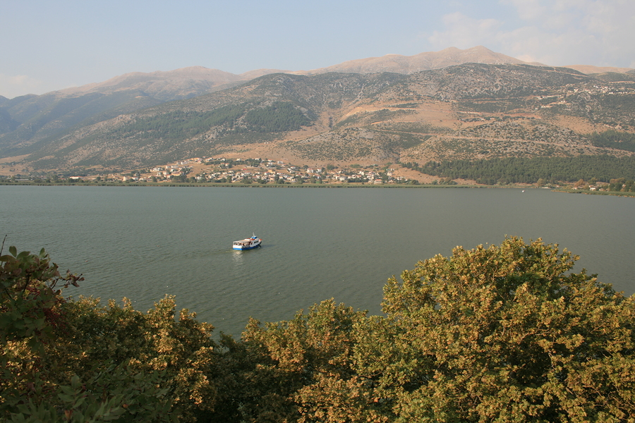 Sailing to Nissi from Ioannina