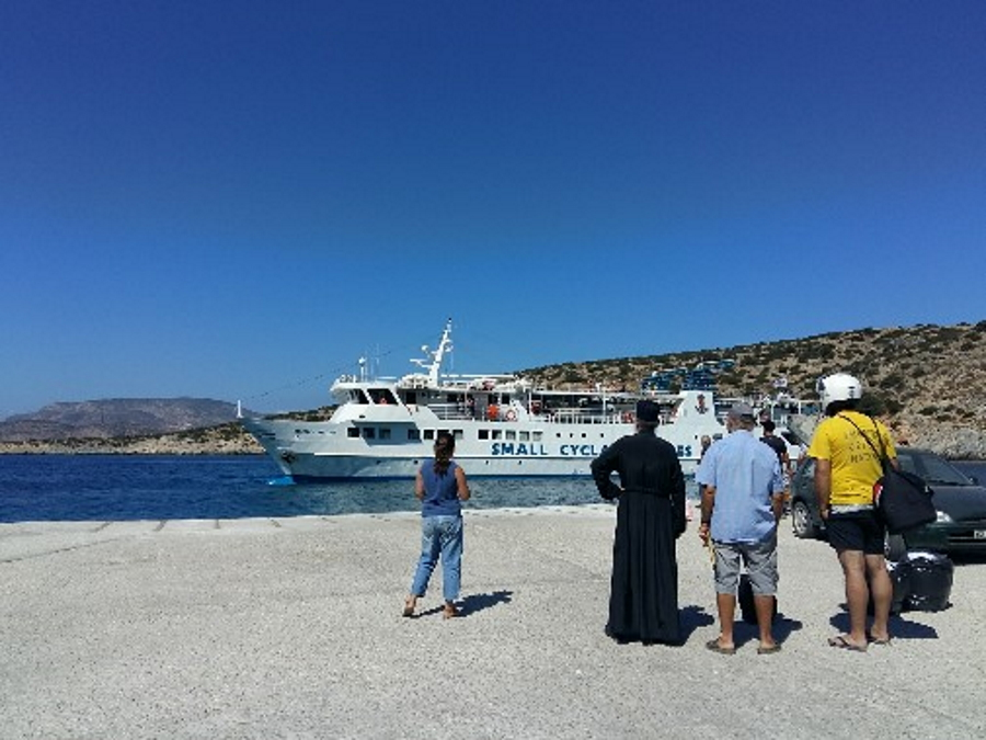 Ferry arriving in Schinoussa and Iraklia