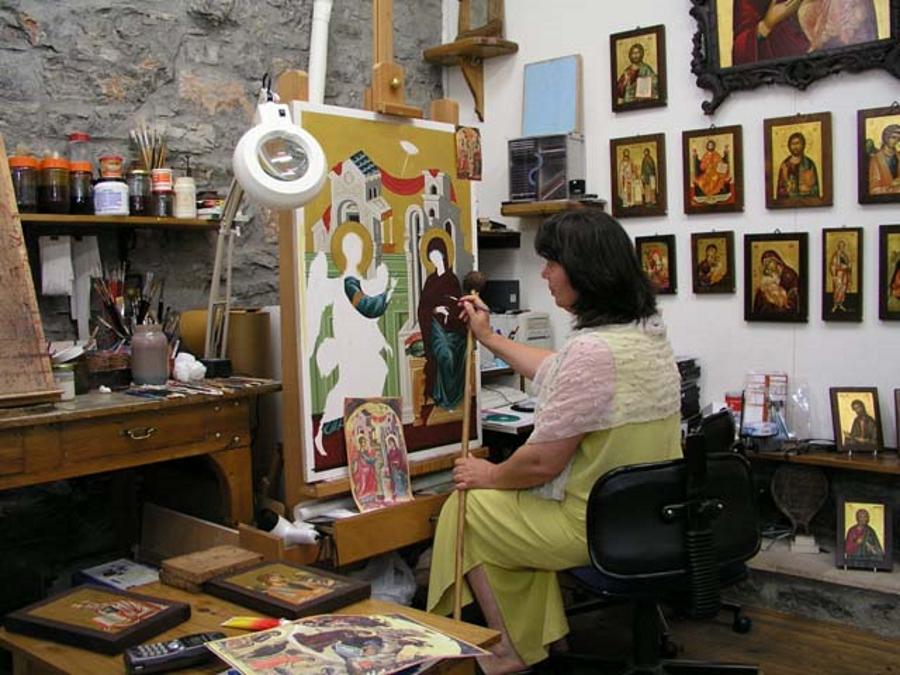 Greek icon painter Yiorgia Petrakis