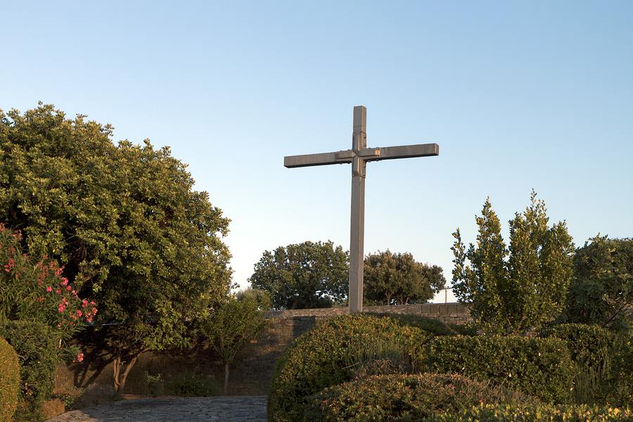 Military cemetery at Maleme, Crete, from https://www.greece-travel-secrets.com/Battle-of-Crete.html